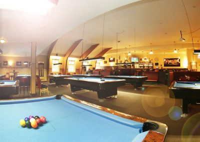 Billard Tische und Sportsbar des Café Alibi in Passau aus einer anderen Perspektiven