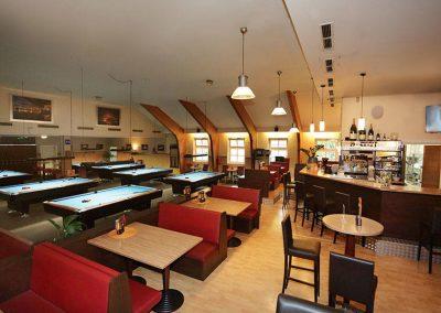 Billard Tische und Sportsbar des Café Alibi in Passau
